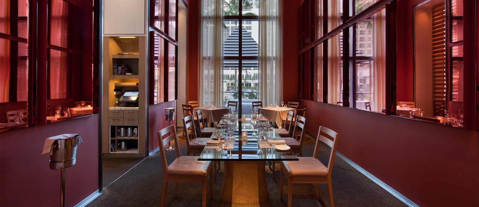 Daniel boulud chef and restaurateur mirror room for Best private dining rooms miami